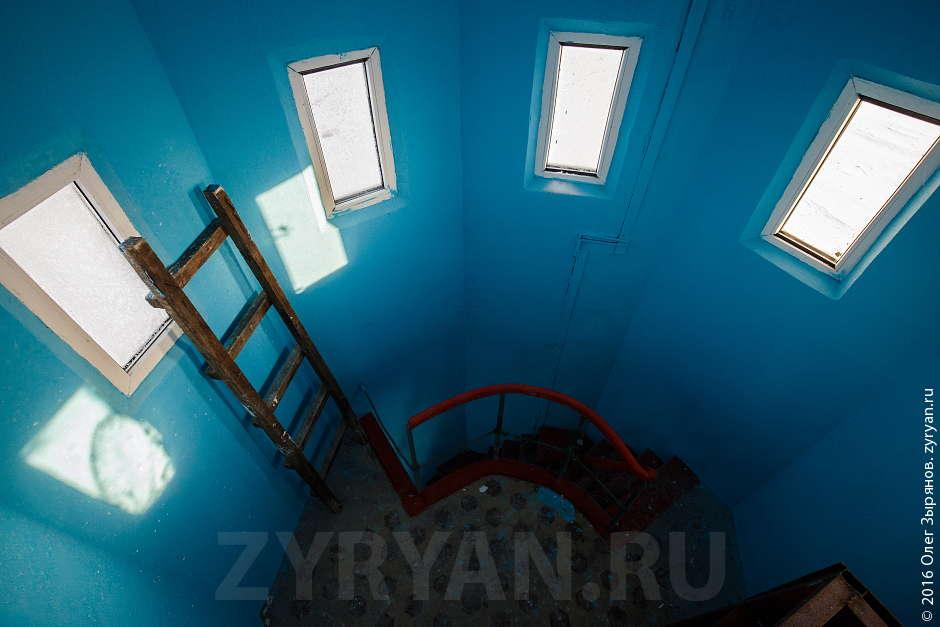 Внутри маяка: подсобные помещения.