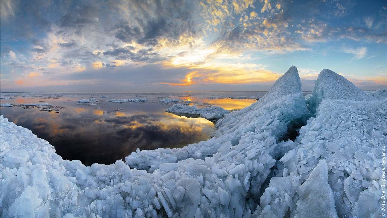 Кронштадт: ледяные торосы у дамбы